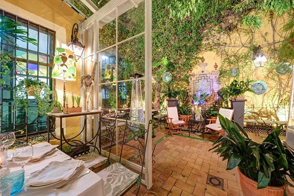 patio invernadero donde comer sevilla